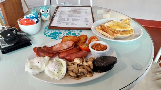 Heswall, UK: Large full English breakfast with poached eggs instead of fried 🍳