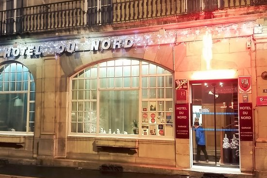 exterior of the hotel at night on the rue de moncey bild von hotel du nord besan on. Black Bedroom Furniture Sets. Home Design Ideas