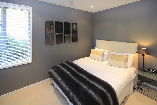 The Sands - Waiheke Island: Back bedroom 3 bed apartments main block