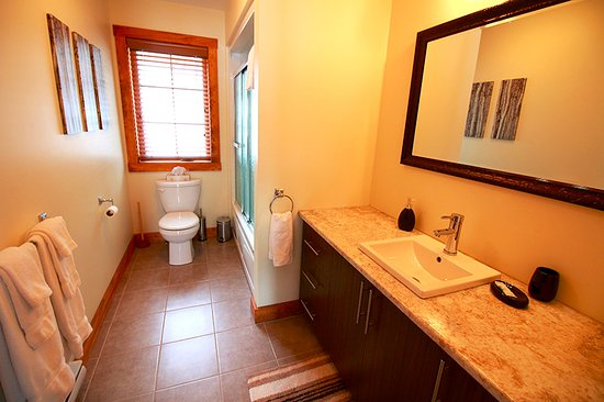 Salle de bain - Chalet Évasion 5 - Picture of Pohenegamook Sante ...