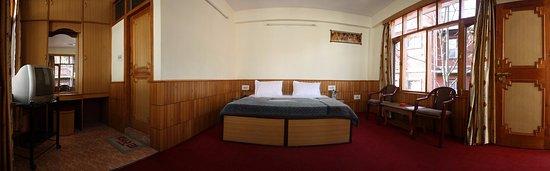 Hotel New Adarsh: Deluxe room1