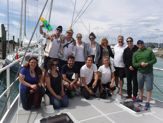 Gourmet Sailing : team photo with Milo and his crew (white polo shirts)