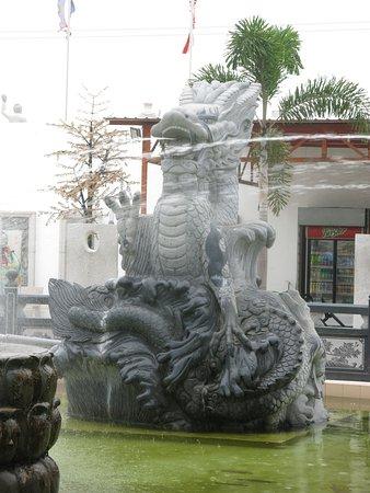 Sitiawan, Malaysia: Dragon fountain, Tua Pek Kong Temple Complex