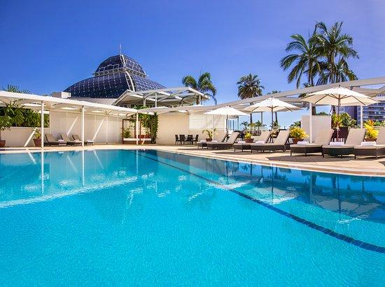 Pullman Reef Hotel Casino: Roof top swimming pool
