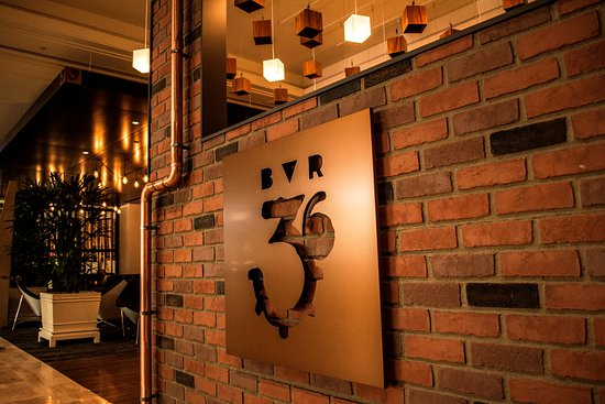 Pullman Reef Hotel Casino: Bar36 Live Lounge