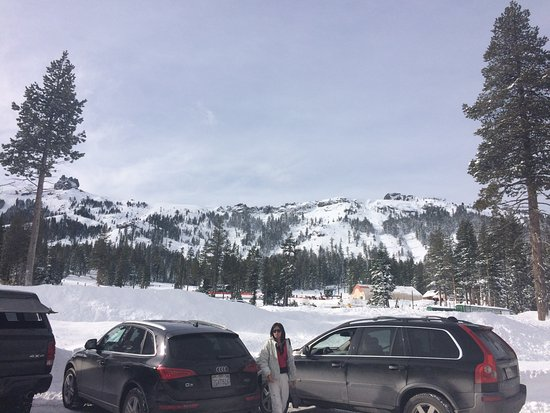 Kirkwood, كاليفورنيا: Check out the vew just from the parking lot!