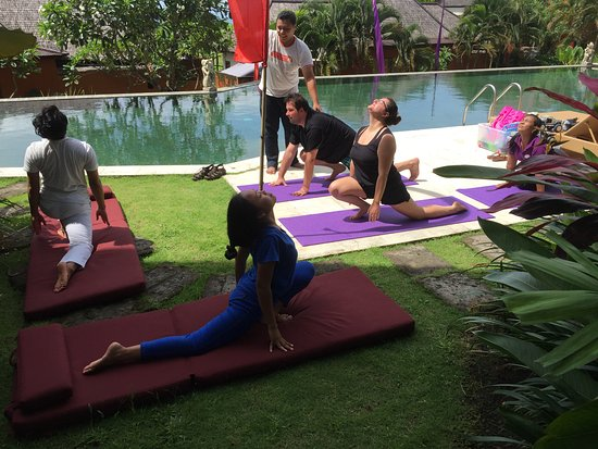 Tegal Mengkeb, Indonésie : Yoga Class at the Resort - Excellent Instructors for Beginners