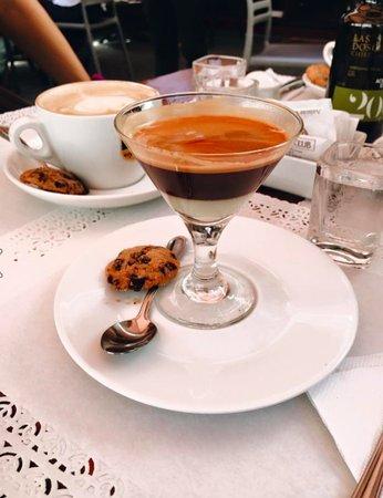 The Coffee Club: Cappuccino and Cafė Bombón.