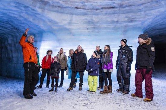 In den Gletscher: Eishöhlentour am...
