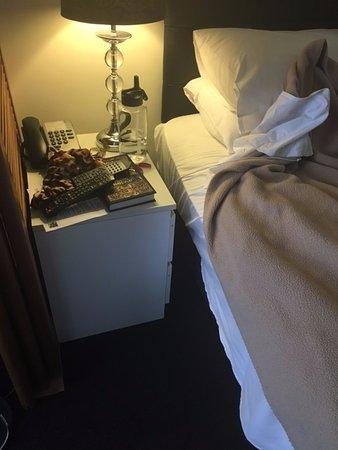 Broadbeach Savannah Resort: bedside table shoved in sideways