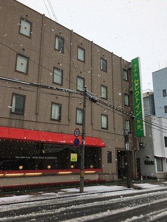 Hotel Select Inn Yonezawa: 米沢駅からは結構離れています。市内巡回バスも利用できます。