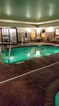 Expressway Suites of Grand Forks: Pool