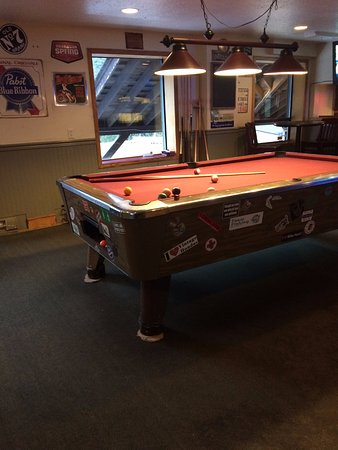 Bowen Island, Canada: yes even a pool table