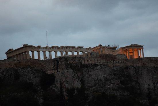 Vista De La Acrópolis Desde La Terraza Del Hotel Al Manaecer