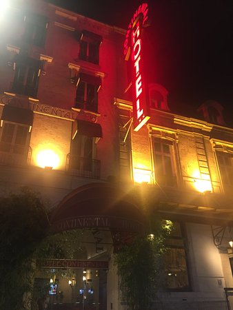 Grand Hotel Continental: Hotel at Night