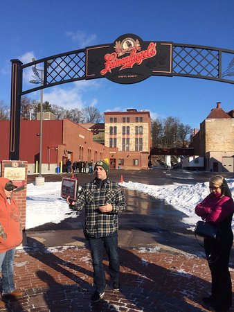 Chippewa Falls, WI: Cold Day in Wisconsin with Great Tour Guide