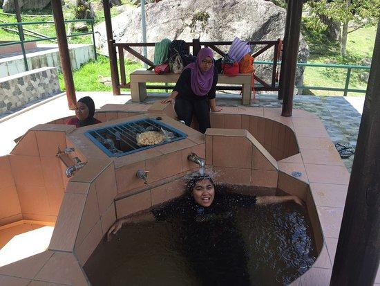 Poring Hot Springs: individual pool