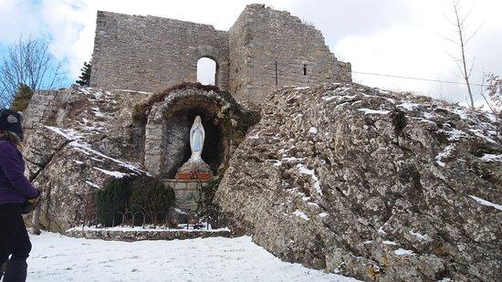 Chiusi della Verna, Italia: luogo bello e la roccia che ha ispirato Michelangelo è comunque un posto di fascino ....per quel