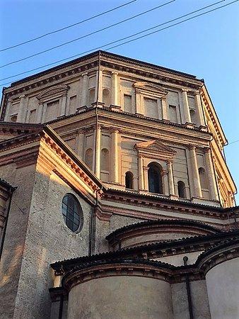 Chiesa di Santa Maria della Passione: Milano, chiesa di s. Maria della Passione: l'architettura esterna (genn. 2017)
