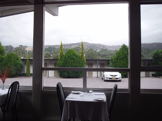 Silver Hills Motel: Breath-taking view of the mountain ranges from the restaurant