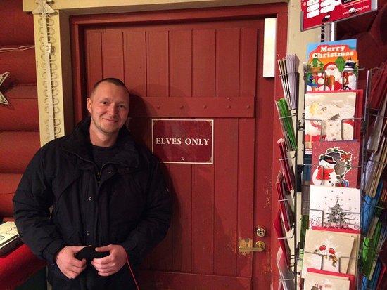 Santa Claus Office: В одном из магазинчиков