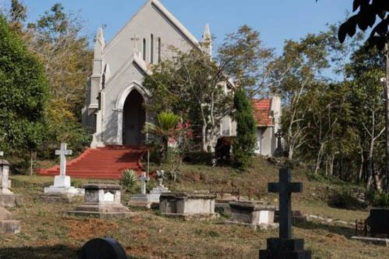 Yercaud, อินเดีย: Front of Holy Trinity Church