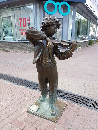 Sculpture the Young Violinist