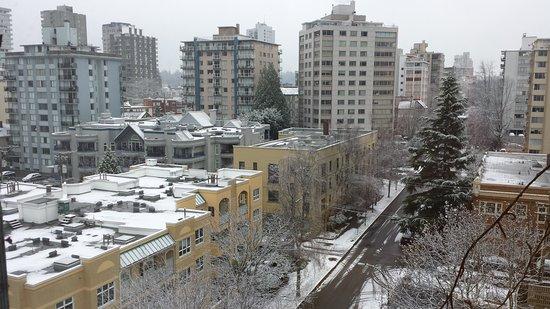 Sylvia Hotel: Snow!