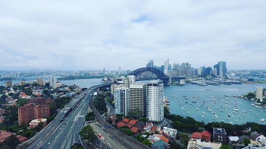 Meriton Serviced Apartments North Sydney - Picture of ...