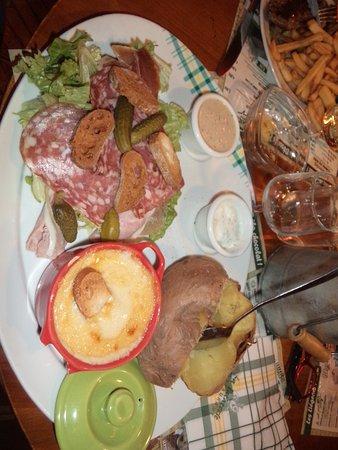 Ambares-et-Lagrave, ฝรั่งเศส: fondue montagnarde
