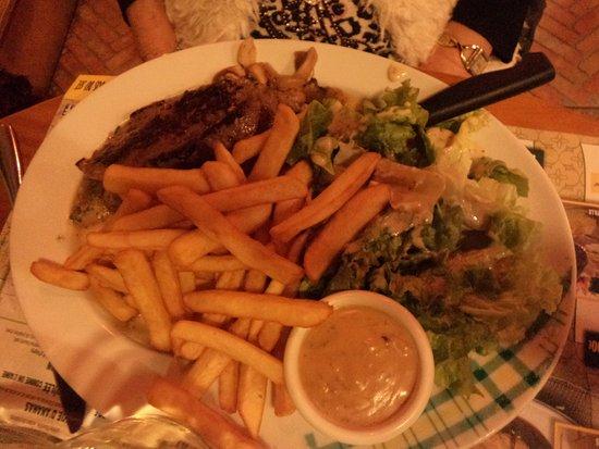 Ambares-et-Lagrave, France: faux filet sauce poivre