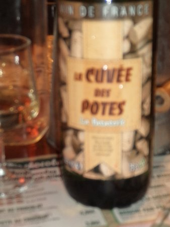 Ambares-et-Lagrave, France: le vin dela maison