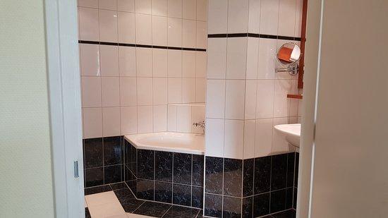 mooie badkamer - Foto van Hotel De Zwaan, Raalte - TripAdvisor