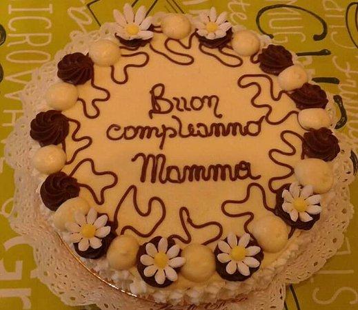 Foto Torta Compleanno Mamma.Buon Compleanno Mamma Foto De Pasticceria Santi Caffetteria