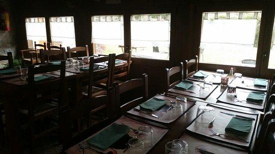 Castellar de n'Hug, Spanien: El restaurante puede acoger hasta 55 personas.