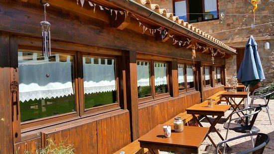 Castellar de n'Hug, Spanien: La terraza donde tomar un aperitivo, cafecito y tomar el sol.