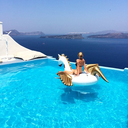 Infinity pool astarte suites luxury hotel in santorini picture of astarte suites akrotiri - Santorini infinity pool ...