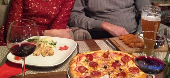 Гастробар 8: цезарь с курицей, пицца, хешбрауни