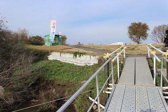 Toride, Japan: 船から待合所をみたところ