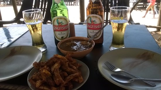 Sinquerim, India: Another trip for that delicious curry & masala chips.