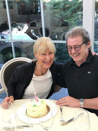 Hotel Terme Tritone Thermae & Spa: Geburtstag wird auch gefeiert - leider gingen die Kerzen aus und es gab nur noch 1