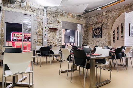 restaurant kalostrape dans bayonne avec cuisine fran aise. Black Bedroom Furniture Sets. Home Design Ideas