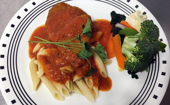 Williamstown, MA: Chicken parm & veggies from the hot bar