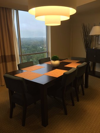 Four Points by Sheraton Tallahassee Downtown : Presidential Suite - Dining