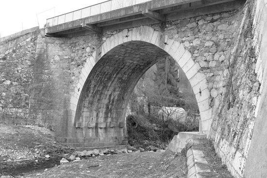 Saint-Julien-en-Genevois, France: Pont Manera janvier 2017 bientôt la fin.