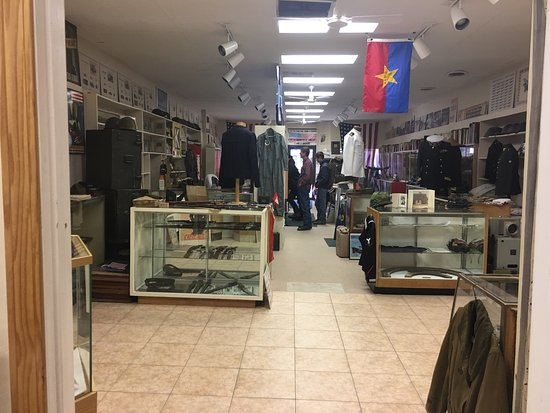 Portage, WI: Wow!  So impressed with the variety of the collection and the knowledge of the owners! Don't let