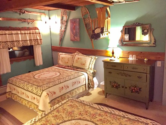 Lincoln Peak room. Vintage Winter Sports Themed. - Picture ...