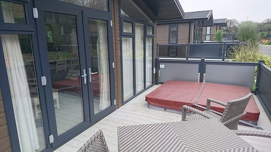 Mullion, UK: Patio z jacuzzi