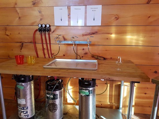Beamsville, Canada: Mixing our own wine