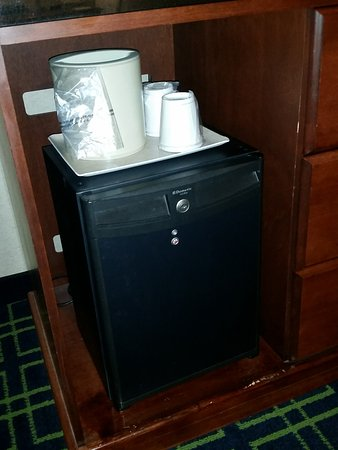 Fairfield Inn Toronto Oakville: Mini fridge in room.
